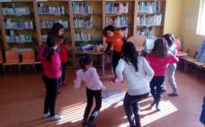 Primeira sessão de Yoga para crianças na Biblioteca  Municipal Uma nova forma de descontrair ao sábado