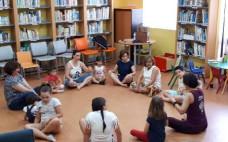 Yoga para crianças voltou à biblioteca