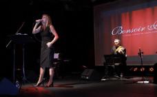 Bonsoir Paris - Mila Ferreira deu voz às mais belas canções da música francesa