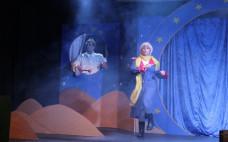 """Mais de 300 crianças assistem ao Musical """"O Principezinho"""" em dia de Aniversário da Biblioteca Municipal"""