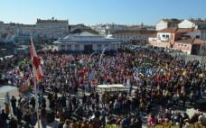 Desfiles de Carnaval no Entroncamento   Crianças e idosos espalham cor e alegria