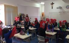 """Alunos do 1º ano recebem mochilas no âmbito do """"Já sei ler: um projeto de Leitura em Voz Alta"""""""